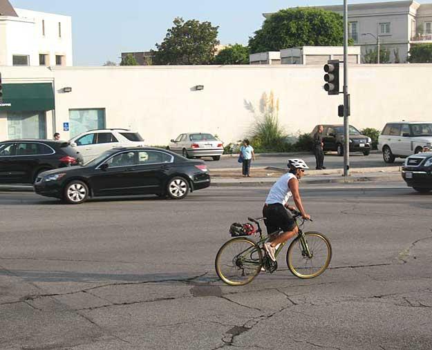 no pavement markings at Santa Monica Blvd at Wilshire